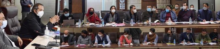 Advisor to J&K LG reviews working of handicrafts, handloom department
