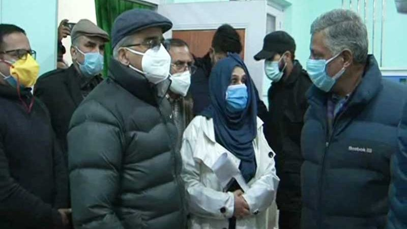 J&K: Financial Commissioner inspects healthcare facilities in Baramulla