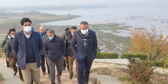 Kashmir's Divisional Commissioner takes stock of various ongoing projects in Srinagar