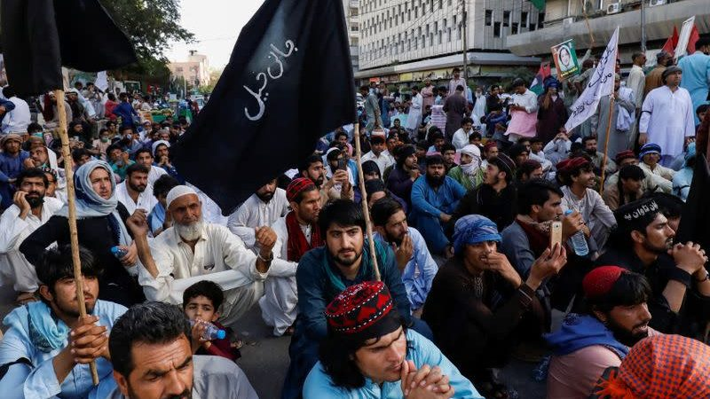 People protest to get fair investigation in Pakistan.