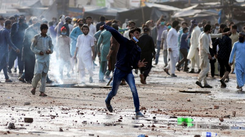 Pakistan decides to talks with outlawed Islamists who were mastermind of violent anti-France protests