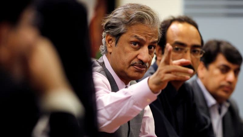 Pakistan: senior journalist shot in ribs.