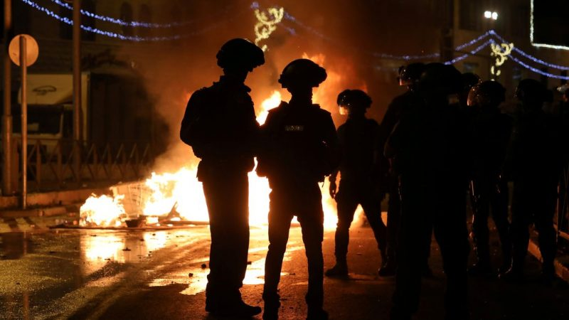 """Scores injured in Jerusalem clashes; Israeli nationalists shout 'Death to Arabs"""""""