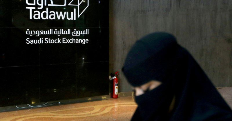 MIDEAST STOCKS Most Gulf bourses fall, tracking oil prices; Abu Dhabi gains